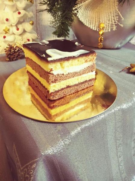 kawałek ciasta z polewą